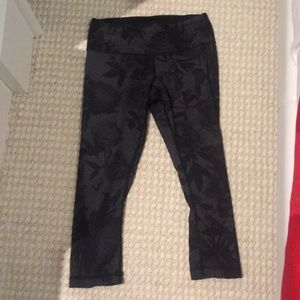 Lululemon Cropped Wunder Under Size 4